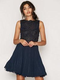 Kjøp kort ballkjole på nett i nettbutikk